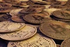 Gouden Bitcoins nieuw virtueel geld het 3d teruggeven Stock Foto's
