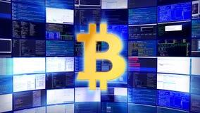 Gouden bitcointeken tegen een mijnbouwlandbouwbedrijf in Azië stock footage