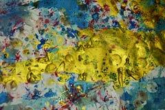 Gouden blauwe roze plonsen, contrasten, de creatieve achtergrond van de verfwaterverf Royalty-vrije Stock Fotografie