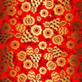 Gouden bloemenornament op rode achtergrond in Chinese stijl Royalty-vrije Stock Foto's