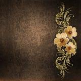 Gouden bloemenpatroon op een grungeachtergrond Stock Foto's