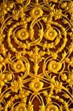 Gouden bloempatroon op de deur Stock Afbeeldingen