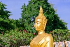 Gouden Boedha in Boeddhisme stock foto