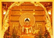 Gouden Boedha in de kerk Stock Afbeelding