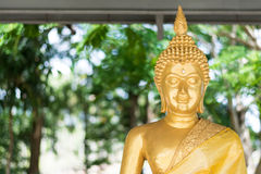 Gouden Boedha in de tempel Stock Foto's