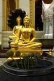 Gouden Boedha en lotusbloem Stock Foto