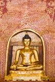 Gouden Boedha Phra Boedha Sihing wordt gevestigd in Wat Phra Sing W Royalty-vrije Stock Foto