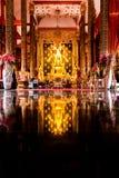 Gouden Boedha in Wat Phra That Suthon Mongkol Kiri stock foto's