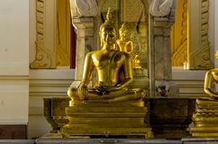 Gouden Boedha in zittingspositie royalty-vrije stock fotografie