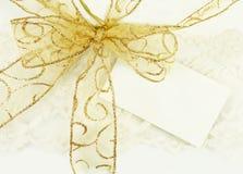 Gouden Boog met de Markering van de Gift Royalty-vrije Stock Foto