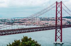 Gouden Brug van Lissabon, Portugal, de Atlantische Oceaan Stock Fotografie