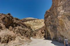 Gouden Canion met blauwe hemel in het Nationale Park Califo van de Doodsvallei Stock Foto's