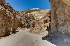 Gouden Canion met blauwe hemel in het Nationale Park Califo van de Doodsvallei Royalty-vrije Stock Afbeeldingen