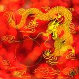 Gouden Chinees draakstandbeeld Stock Fotografie