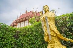 Gouden Chinees godsbeeld in tempel, Thailand Royalty-vrije Stock Fotografie