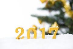Gouden 2017 cijfers in de sneeuw Royalty-vrije Stock Afbeeldingen