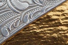 Gouden concrete textuur en zilveren metaal Royalty-vrije Stock Foto's