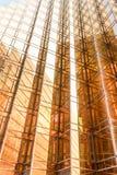 Gouden de bouw van het kleurenbureau torenvoorgevel in commercieel centrum Royalty-vrije Stock Afbeeldingen
