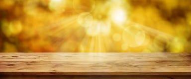 Gouden de herfstachtergrond met lijst royalty-vrije stock fotografie
