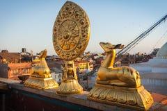 Gouden deers en het wiel van Dharma Stock Foto