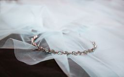 Gouden diamanten bruiloftband royalty-vrije stock afbeeldingen