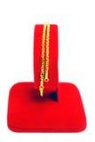 Gouden die armband op wit wordt geïsoleerd Royalty-vrije Stock Afbeeldingen