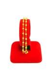 Gouden die armband op wit wordt geïsoleerd Royalty-vrije Stock Foto's