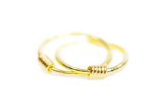 Gouden die de oorringsjuwelen van de tegenhangerkamee op wit worden geïsoleerd Royalty-vrije Stock Foto's