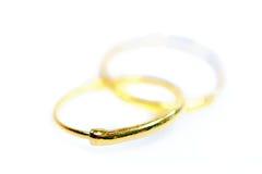 Gouden die de oorringsjuwelen van de tegenhangerkamee op wit worden geïsoleerd Stock Fotografie