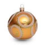 Gouden die Kerstmisbal op witte achtergrond wordt geïsoleerd Royalty-vrije Stock Afbeelding