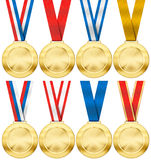 Gouden die medaille met divers geïsoleerd lint wordt geplaatst Royalty-vrije Stock Afbeeldingen