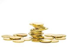 Gouden die muntstukkenstapel op witte achtergrond wordt geïsoleerd Royalty-vrije Stock Foto