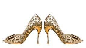 Gouden die vrouwenschoenen op witte achtergrond worden geïsoleerd Royalty-vrije Stock Afbeeldingen