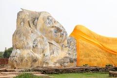 Gouden Doende leunen Boedha Stock Afbeelding