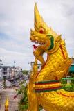 Gouden draak in Krabi, Thailand royalty-vrije stock fotografie