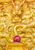 Gouden draakmuur Stock Foto's