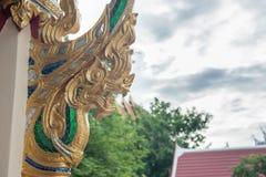 Gouden draakstandbeeld royalty-vrije stock fotografie