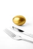 Gouden ei en vork Stock Afbeeldingen
