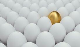 Gouden ei onder gebruikelijk Concept succes het 3d teruggeven Stock Foto