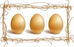 Gouden eieren in het nestframe Royalty-vrije Stock Afbeeldingen