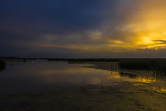 Gouden en blauwe zonsondergang Royalty-vrije Stock Fotografie