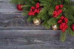 Gouden en rode ballen De decoratie van Kerstmis Royalty-vrije Stock Afbeelding