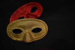 Gouden en rode Carnaval-maskers stock foto's