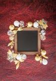 Gouden en witte Kerstmisornamenten Stock Foto