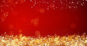 Gouden en zilveren Kerstmislichten op rode achtergrond voor vrolijk Kerstmis of seizoengroetenbericht, heldere decoratie Stock Afbeeldingen