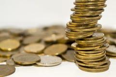 Gouden en zilveren muntstukken Stock Foto's