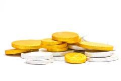 Gouden en zilveren muntstukken Stock Afbeeldingen