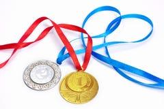 Gouden en zilveren sportmedailles Stock Foto's