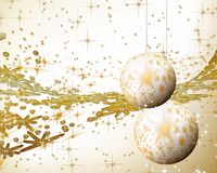 Gouden fonkelende vakantiebollen en ornamenten Stock Foto
