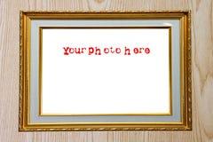 Gouden fotoframe op hout Stock Fotografie